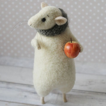 White Felted Mouse, Mouse With Apple, Mouse in Scarf, Felted Mouse, Waldorf Mouse