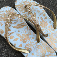 Gold Flip Flops, Bridesmaid Gift, Wedding Shoes, Reception Shoes, Wedding Flats, Bridal Party Gift, Floral Flip Flops, Rose Gold Flats,Beach