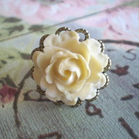 Cabbage Rose Ring on Luulla