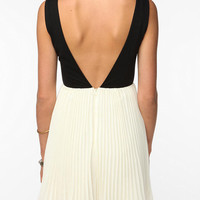 KNT By Kova & T Sleeveless Windsor Dress