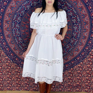 Vintage 70s Mexican White Off Shoulder Cotton Lace Peasant Bohemian Sun Dress S // M // L