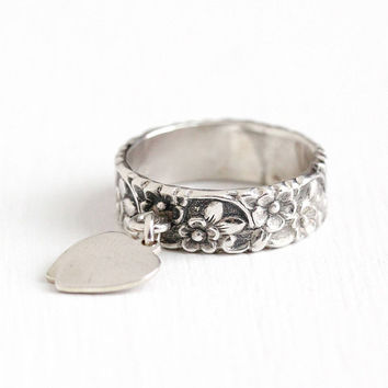 Vintage Sterling Silver Repousse Flower Eternity Ring , Two Heart Dangle Charms - 1940s Size 6 1/4 Floral Vine Cigar Band Stacking Jewelry