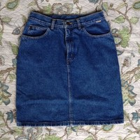 Vintage 90s high waisted denim skirt. In really good condition. ...