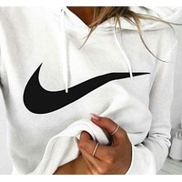 NIKE White cotton round neck long-sleeved sweater autumn skateboard street men and women lovers section