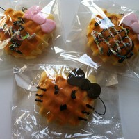 Hello Kitty Waffle Squishy (Small)