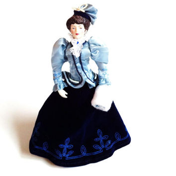 Porcelain Victorian Doll With Stand , Avon 1980s , Collectible Doll Figurine, Blue Velvet Dress , White Fur Muff , Small Doll