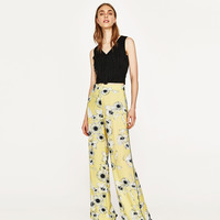 FLORAL PRINT TROUSERS WITH CONTRASTING PIPING DETAILS