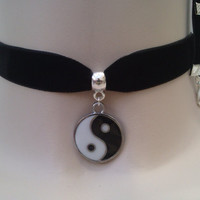 Gorgeous enamel YIN & YANG Black/White Charm Pendant  -  Black Velvet Ribbon Choker Necklace -va... or choose another colour velvet :)