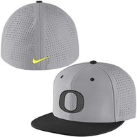 Oregon Ducks Nike Vapor True College Authentic Baseball Fitted Performance Hat - Gray