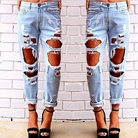 Sexy Ripped Boyfriend Jeans