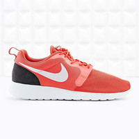 Nike Roshe Run Trainers in Red - Urban Outfitters