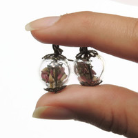 Dried flower glass orb earrings, Pink and white heather, botanical globe orb earrings, Spring jewelry, Antique brass, vintage style
