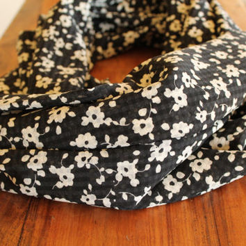 Black and White Floral Infinity Scarf, Floral Scarf, Infinity Scarf, Summer Scarf, Fashion Accessory