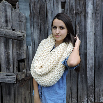 FREE SHIPPING Cozy scarf Chunky knit neck warmer Merino wool Ivory Infinity scarf Hand knit loop scarf Women's winter wrap Long Unisex Scarf