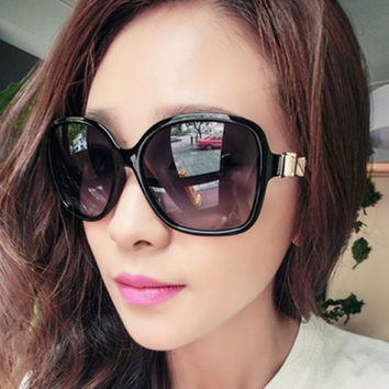 Chic Small Bow Embellished Big Frame Sunglasses For Women