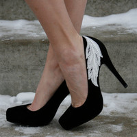 Black Pump With Lace Applique Size 8 by walkinonair on Etsy
