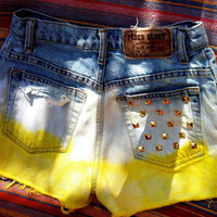 Highwaisted Jean Shorts Yellow with Studs
