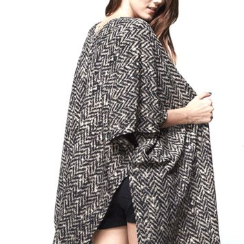 This lightweight and flowy kimono features a v-neck at back, open front, short kimono sleeves, side slits, and contrasting blurry chevron pattern print throughout.