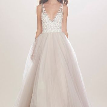 Carolina Herrera 'Mercedes' V-Neck Lace & Tulle Gown (In Stores Only) | Nordstrom