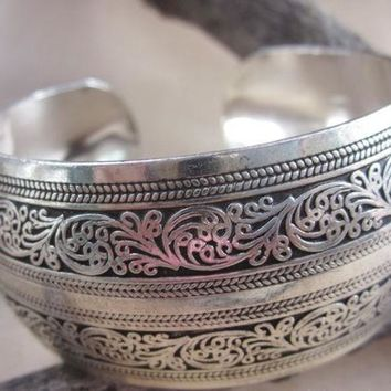 DCCKJG2 BR095 European Carved Style Metal Tibetan Silver Color vintage retro Fashion Cuff Bracelet Bangle Free Shipping  for her Cuff