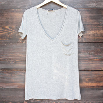 tease me oversize soft v neck tshirt in grey