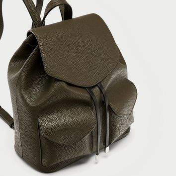 BACKPACK WITH FRONT POCKETS DETAILS