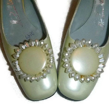 Vintage Mod Daisy Shoes 60s Mad Men Floral Flower Cream Pastel Yellow 1960s Pearlescent Bridal Bridesmaid Wedding Prom Sling Backs UNUSED