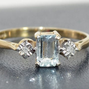 Vintage Hallmarked 9ct YELLOW GOLD Aquamarine & Diamond Engagement RING - Sz P