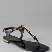 CHINESE LAUNDRY SHOES, CAPRICORN METAL T-STRAP SANDAL