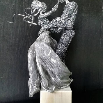 Unique Wedding Gift Wire Statue Forever in Love OOAK bride groom present Home Decor sculpture Anniversary Gift dancing couple best wishes