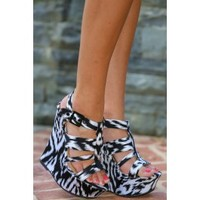 Kiss On The Chic Wedge-Black