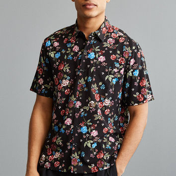 UO Rose Vineyard Rayon Short Sleeve Button-Down Shirt | Urban Outfitters