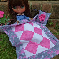 For Dolls, Pink Flannel Quilt, Blythe Doll, Fashion Dolls, Miniature Blanket, Throw Pillow, Home Décor Accessories for Pullip Barbie Takara
