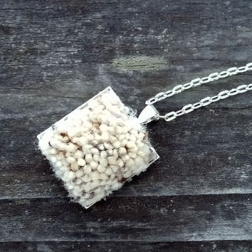 Silver-plated carpet pendant
