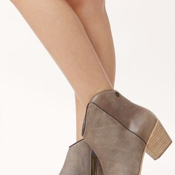 BOOTIE WITH CURVED TOPLINE LEATHER