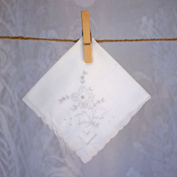 Vintage Embroidered Handkerchief White Cotton Ladies Embroidery, Lace and Cutwork Hankie Scalloped Edge