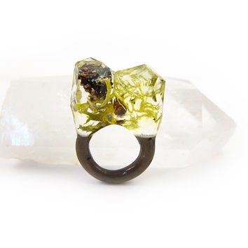Lichen Moss Terrarium Resin Ring • Size 5.5 • Eco Resin Ring • Asymmetrical Unusual Ring • Faceted Resin Terrarium Ring • Nature Resin Ring