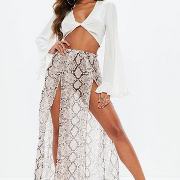Missguided - White Twist Front Flared Sleeve Crop Top
