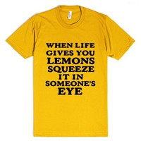 WHEN LIFE GIVES YOU LEMONS SQUEEZE IT I SOMEONE'S EYE