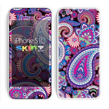The Vibrant Purple Paisley V5 Skin for the Apple iPhone 5c