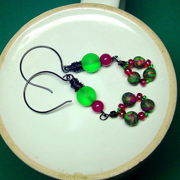 Wire Wrapped Bead EarringsHot Pink and Green Sea by BrandonArtists