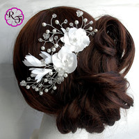 Bridal hair accessory , wedding tone comb Flower , Beautiful white Flowers . hair accessory , Bridal hair piece ,  wedding hair flower
