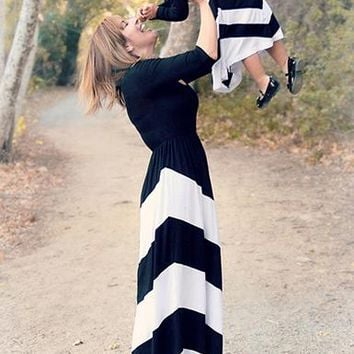 Long Sleeved Maxi Dress - Black and Cream Chevron Print
