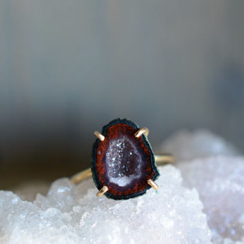 Brick Red and Green Geode Ring. Miniature Stone Gold Fill Claw Ring. Natural Stone Gold Fill Ring. Claw Gemstone. Simple Modern Ring