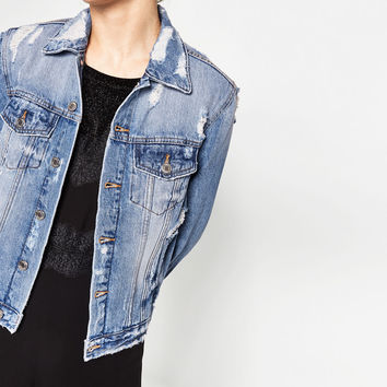 DISTRESSED DENIM JACKET DETAILS