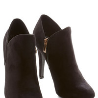 ModCloth Minimal Strut and Stroll Bootie in Black