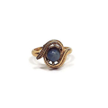 Vintage Cocktail Ring Small Adjustable Size Gold Tone Leaves Setting Country Blue Imitation Star Sapphire Glass Cab Retro